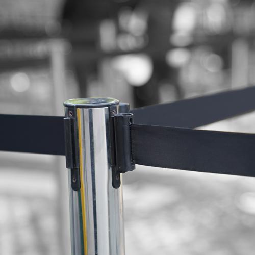 retractable-belt-barrier
